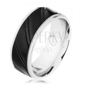 Stalowy pierścionek srebrnego koloru z czarnym pasem, ukośne nacięcia obraz