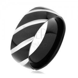 Stalowy pierścionek z czarnymi nacięciami obraz