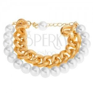 Bransoletka z koralików perłowo białego koloru i masywnego łańcuszka w złotym odcieniu obraz