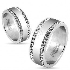 Stalowy pierścionek srebrnego koloru, krawędzie wyłożone przejrzystymi cyrkoniami, 8 mm obraz