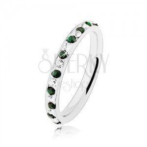 Stalowy pierścionek srebrnego koloru, bezbarwne i zielone cyrkonie obraz