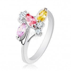 Błyszczący pierścionek o lśniących ramionach, srebrny kolor, przezroczyste i kolorowe cyrkonie obraz