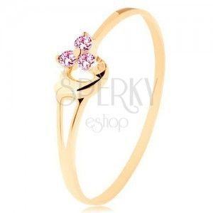 Pierścionek z żółtego 14K złota - trzy różowe cyrkonie, asymetryczne wypukłe serce obraz
