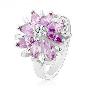 Lśniący pierścionek, srebrny odcień, lśniący kwiat z kolorowych ziarenkowych cyrkonii obraz