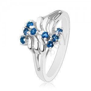 Lśniący pierścionek, srebrny odcień, fale, okrągłe błyszczące cyrkonie, zygzakowaty wzór obraz
