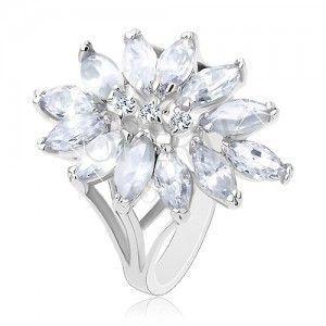 Pierścionek srebrego koloru, duży kwiatek z cyrkoniowymi ziarenkami obraz