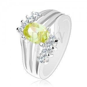 Lśniący pierścionek srebrnego koloru, kolorowa owalna cyrkonia, lśniące pasy, przezroczyste cyrkonie obraz
