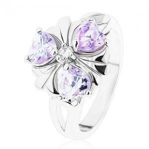 Pierścionek w srebrnym odcieniu, kwiatek z fioletowymi cyrkoniowymi serduszkami obraz