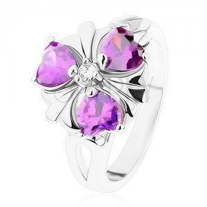 Pierścionek srebrnego koloru, kwiatek z cyrkoniowych serduszek ciemnofioletowego koloru obraz