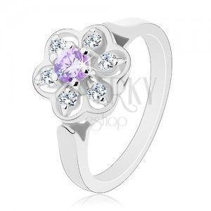 Pierścionek srebrnego koloru, przezroczysty błyszczący kwiatek z jasnofioletowym środkiem obraz