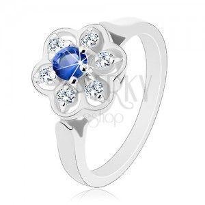 Pierścionek w srebrnym odcieniu, przezroczysty kwiatek z ciemnoniebieską cyrkonią obraz