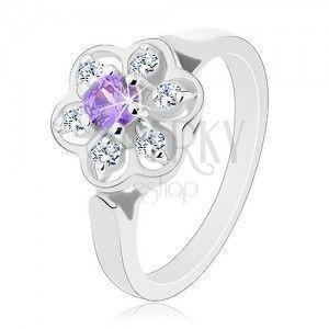 Błyszczący pierścionek w srebrnym odcieniu, fioletowo-przezroczysty cyrkoniowy kwiatek obraz