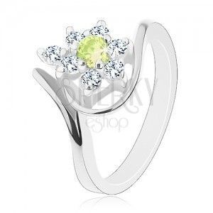 Lśniący pierścionek srebrnego koloru, cyrkoniowy kwiatek z żółtozielonym środkiem obraz