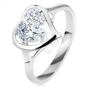 Pierścionek w srebrnym odcieniu, lśniący zarys serca z owalem, przezroczyste cyrkonie obraz