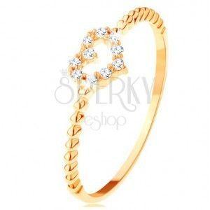 Pierścionek z żółtego 14K złota - cyrkoniowy zarys serduszka, nacięcia na ramionach obraz