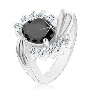 Pierścionek srebrnego koloru z zagiętymi ramionami, przezroczyste cyrkonie, czarny owal obraz