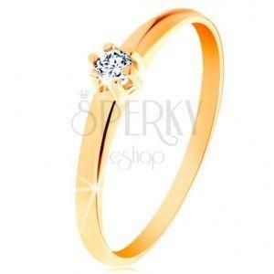 Złoty pierścionek 585 - okrągły diament bezbarwnego koloru w koszyczku obraz