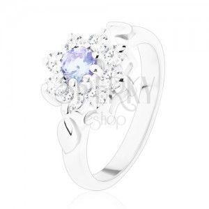 Połyskliwy pierścionek z cyrkoniowym kwiatkiem jasnofioletowego i bezbarwnego koloru, listki obraz