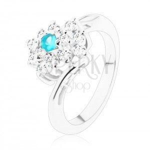 Błyszczący pierścionek w srebrnym odcieniu, prostokąt bezbarwnego i jasnoniebieskiego koloru obraz