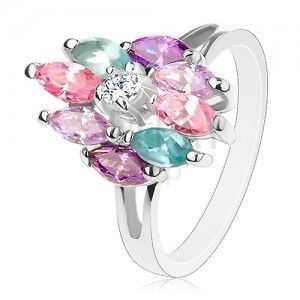 Błyszczący pierścionek z rozdzielonymi ramionami, okrągły przezroczysty środek, barwne ziarenka obraz