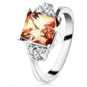 Pierścionek srebrnego koloru, prostokątna pomarańczowa cyrkonia, przezroczyste cyrkonie obraz
