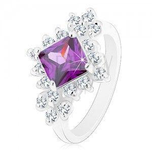 Błyszczący pierścionek, fioletowy kwadrat otoczony okrągłymi przezroczystymi cyrkoniami obraz
