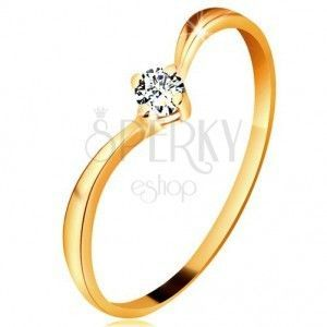 Pierścionek z żółtego złota 585 - lśniące zagięte ramiona, błyszczący przezroczysty diament obraz
