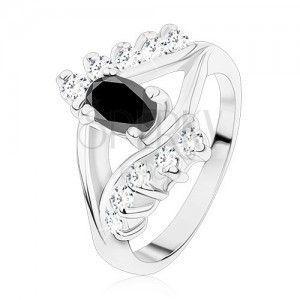 Lśniący pierścionek srebrnego koloru, gładkie i cyrkoniowe linie, czarny owal obraz