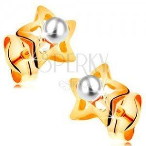 Złote 585 kolczyki - błyszczące gwiazdeczki z białą perełką w środku obraz