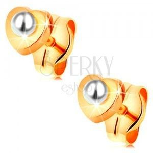Złote 14K kolczyki - lśniące serduszko, okrągła biała perełka w środku obraz