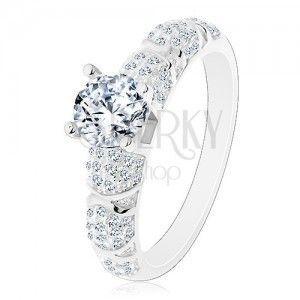 Zaręczynowy pierścionek, srebro 925, większa okrągła cyrkonia bezbarwnego koloru, błyszczące ramiona obraz