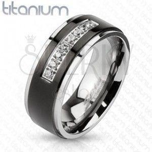 Tytanowy pierścionek srebrnego koloru, czarny pas, lśniące krawędzie, linia bezbarwnych cyrkonii obraz
