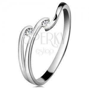 Diamentowy pierścionek z białego 14K złota - dwa błyszczące bezbarwne brylanty, lśniące linie ramion obraz
