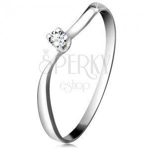 Diamentowy pierścionek z białego 14K złota - błyszczący brylant w koszyczku, faliste ramiona obraz