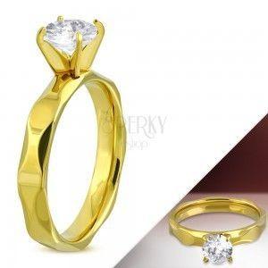 Zaręczynowy pierścionek ze stali chirurgicznej złotego koloru, oszlifowane ramiona, bezbarwna cyrkonia obraz