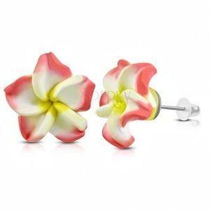 FIMO kolczyki, różowo-biały kwiatek z żółtym środkiem, wkręty obraz