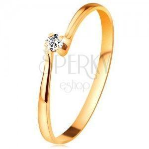 Zaręczynowy pierścionek z żółtego 14K złota - cyrkon w koszyczku między zwężonymi końcami ramion obraz