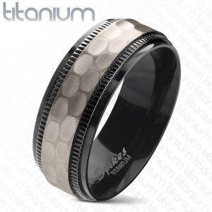 Tytanowa obrączka, czarne karbowane krawędzie, oszlifowany matowy środkowy pas, 8 mm obraz