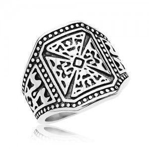 Masywny pierścionek srebrnego koloru, stal 316L, krzyż maltański, zdobione ramiona obraz