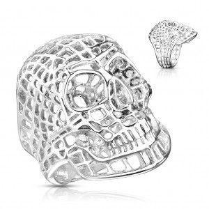 Masywny stalowy pierścionek w srebrnym kolorze, siatkowana czaszka obraz