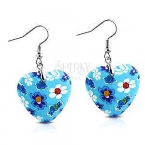Kolczyki zawieszone na biglach, niebieskie FIMO serca z kwiatkami i cyrkoniami obraz