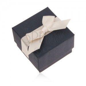 Niebieskie upominkowe pudełeczko na pierścionek, wisiorek i kolczyki, kremowa kokarda obraz