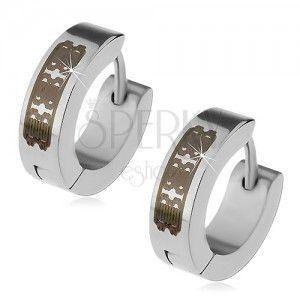 Stalowe kolczyki srebrnego koloru - krążki z grawerowanym wzorem, kajdakowe zapięcie obraz