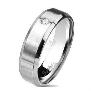Stalowy pierścionek w srebrnym kolorze, matowy pas z przezroczystą cyrkonią, 6 mm obraz