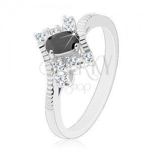 Błyszczący pierścionek srebrnego koloru, wyszlifowany czarny owal, przezroczyste cyrkonie obraz
