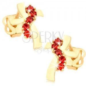 Kolczyki z żółtego 14K złota - krzyż z falistymi ramionami, czerwone cyrkonie obraz