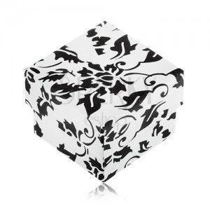Biało-czarne upominkowe pudełeczko na pierścionek z motywem kwiatów obraz