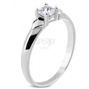Błyszczący stalowy pierścionek - dwa serduszka, błyszcząca bezbarwna cyrkonia w uchywcie obraz