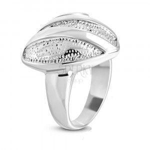 Stalowy pierścień - symetryczne serce z drobnymi wycięciami, błyszczącymi paskami i spiralą obraz