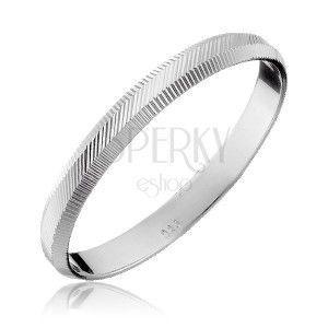 Srebrny pierścionek 925 - pionowe i ukośne nacięcia, 2 mm obraz